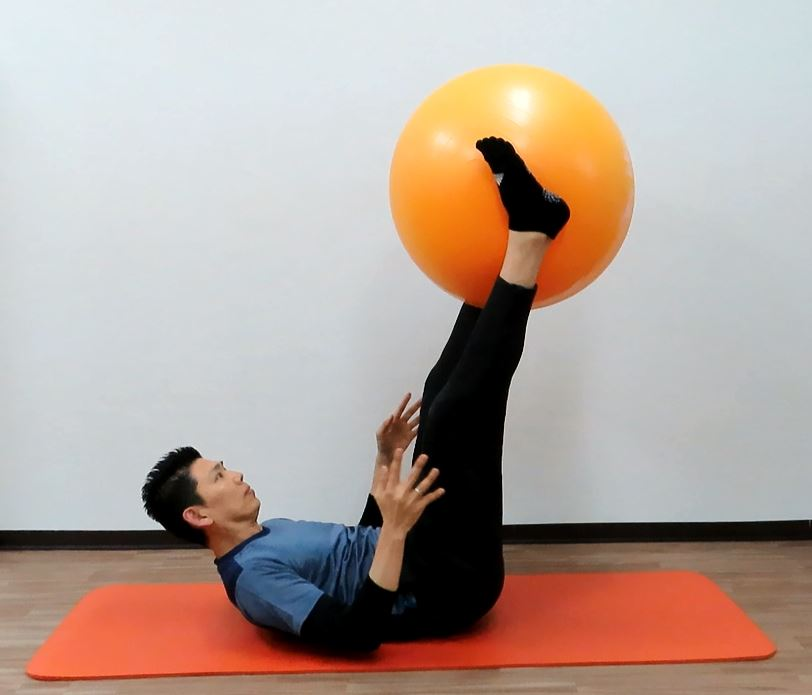 トス&キャッチ 腹筋群、内転筋群の強化