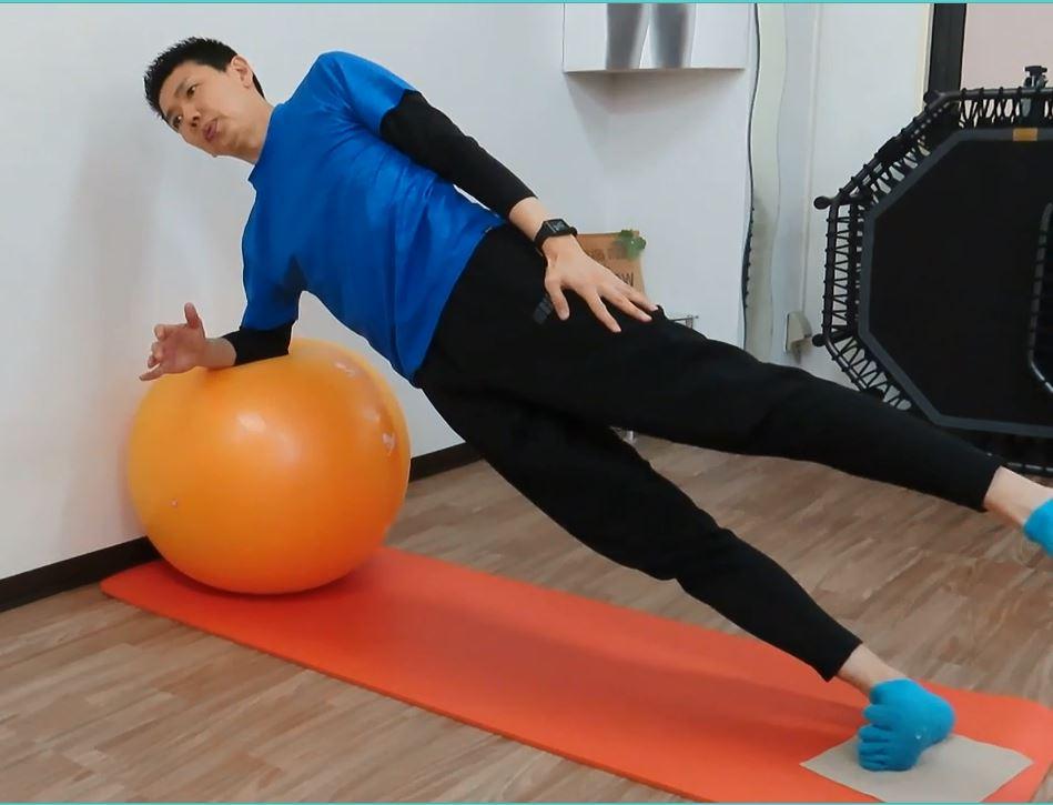 サイドプランク 体幹強化、バランス力強化